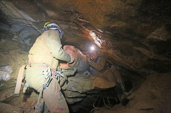 Zehnstündige Rettungsaktion nach Absturz in der Pfingsthöhle